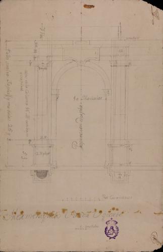 Planta y alzado de una portada de un palacio, con columnas dóricas y balcón encima