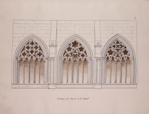 Ventanas del claustro de la catedral de Oviedo