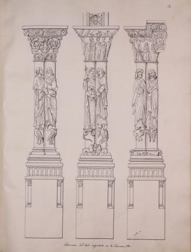 Columnas románicas con esculturas de apóstoles del lateral izquierdo de la nave de la Cámara santa de la catedral de Oviedo