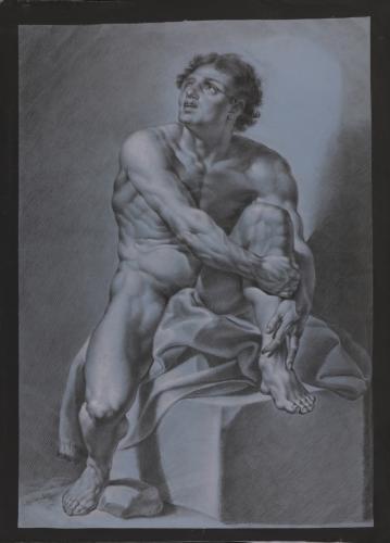 Estudio frontal de modelo masculino desnudo sentado