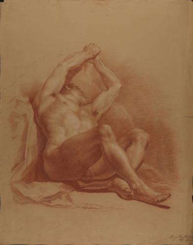 Estudio de modelo masculino desnudo sentado sobre el suelo con los brazos alzados