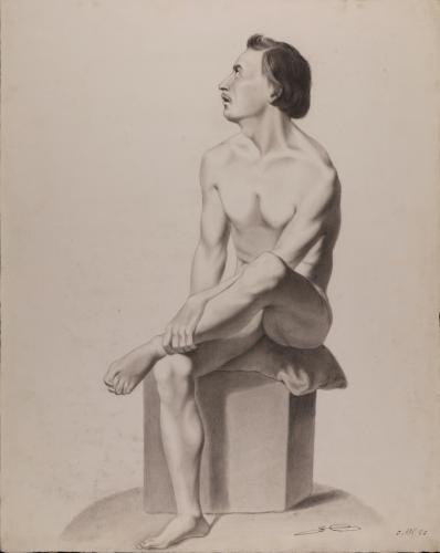 Estudio de modelo masculino desnudo sentado con una pierna cruzada sobre la otra