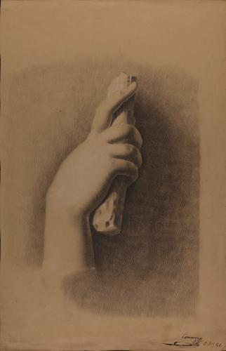 Estudio de mano asiendo un astil de madera