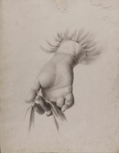 Estudio de mano derecha femenina sosteniendo con dos dedos una tela