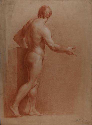 Estudio de modelo masculino desnudo de pie de perfil con el brazo derecho extendido