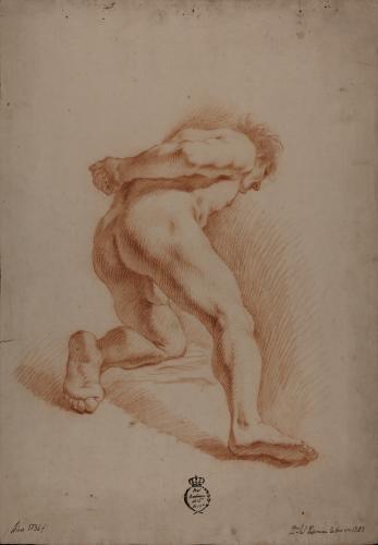 Estudio de modelo masculino desnudo semirradillado con el brazo derecho a la espalda