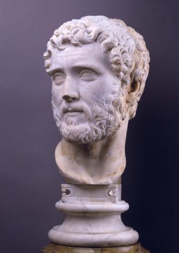 Cabeza de Antonino Pío, según original romano